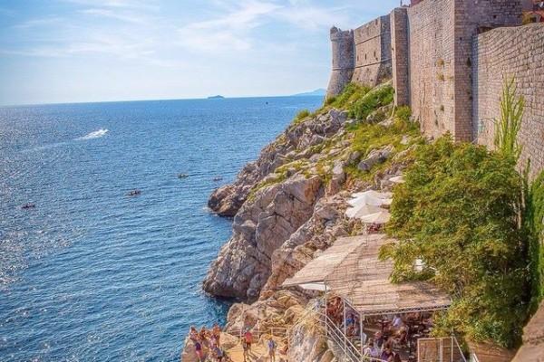 Restaurant on shear cliff